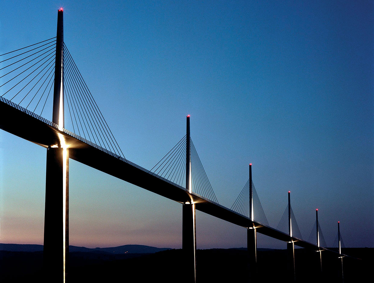 Schréder lit up the majestic Millau Viaduct to ensure a safe passage and a striking nocturnal feature